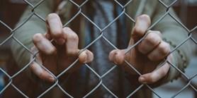 Na děti vězněných rodičů se zapomnělo. Odborníci to chtějí změnit