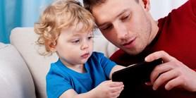 Průzkum: Bezpečnost dětí na internetu hlídají častěji otcové