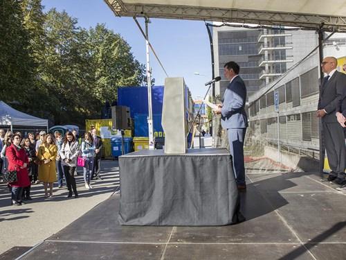 2018-09-26 Slavnostní poklepání základního kamene SIMU