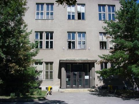 Budova LF, ÚSL, Tvrdého 2a, Vchod do objektu
